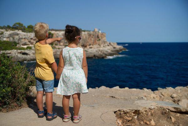 Иммиграция с детьми в Испанию